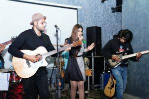 प्रसिद्ध गायिका सिमरन चैधरी ने किया दून में लाइव शो