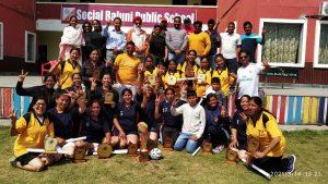 रजनी के शानदार खेल के दम पर टीम येल्लो को मिली जीत