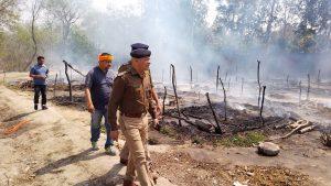 गौला नदी के किनारे आग से 200 झोपड़ियां जलकर राख