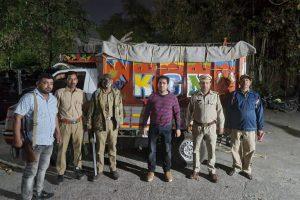वन विभाग ने खैर की लकड़ी से भरा वाहन पकड़ा