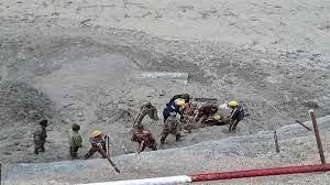 ग्लेशियर हादसाः दस की मौत,आठ अब भी लापता,रेस्क्यू जारी