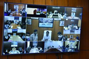 मुख्यमंत्री ने की जिलाधिकारियों के साथ वर्चुअल बैठक: कोविड 19 के नियंत्रण को लेकर दिए कई निर्देश