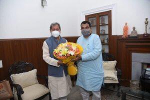 मुख्यमंत्री ने नई दिल्ली में केन्द्रीय सड़क परिवहन मंत्री से की मुलाकात