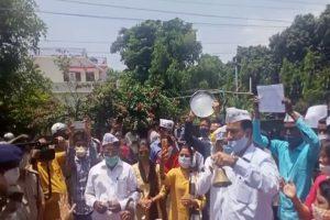 किसानों के समर्थन में आप ने किया भाजपा कार्यालय के बाहर प्रदर्शन