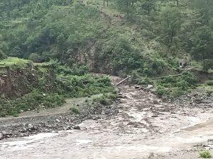 बडमा में भारी वर्षा से मची तबाही, घर की उड़ी छत