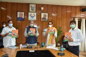 मुख्यमंत्रीने किया उत्तराखंड हज 2021 पुस्तक, हमारा हिन्दुस्तान का विमोचन