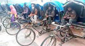 कोविड कर्फ्यू के दौरान मसूरी में रिक्शा चालकों का हाल बेहाल