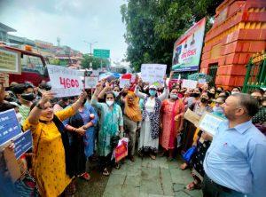 उत्तराखंडः ग्रेड पे के मुद्दे को लेकर पुलिस कर्मियों के परिवार की महिलायें उतरी सड़कों पर, किया जोरदार प्रदर्शन, गांधी पार्क के बाहर लगा जाम