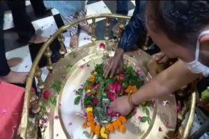 सावन का तीसरे सोमवार को दक्ष मंदिर में महादेव का जलाभिषेक करने पहुंचे श्रद्धालु