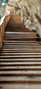 नए स्वरूप में बनकर तैयार हुई उत्तरकाशी के नेलांग घाटी में स्थित गरतांग गली की सीढ़ियां