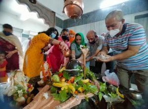 सावन के दुसरे सोमवार को मंदिरों में तड़के से शुरू हुआ जलाभिषेक