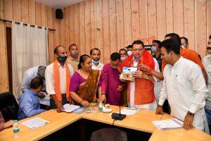 देवस्थानम बोर्ड को लेकर विधायकों सहित तीर्थ पुरोहितों के प्रतिनिधिमण्डल ने की मुख्यमंत्री धामी से भेंट