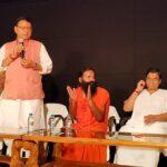 मुख्यमंत्री धामी ने की योग गुरु स्वामी रामदेव से भेंट, कहा प्रधानमंत्री मोदी और स्वामी रामदेव का योग को पूरी दुनिया में पहुंचाने में बड़ा योगदान