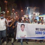 फिल्म अभिनेता सोनू सूद के समर्थन में उतरे आप कार्यकर्ता, मशाल जुलूस निकालकर किया आयकर विभाग की कार्यवाही का विरोध