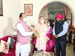 केन्द्रीय रक्षा राज्य मंत्री भट्ट पूर्व सीएम खण्डूड़ी से मिले